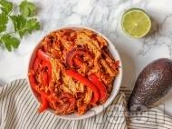 Рецепта Пилешко фахитас с чушки, червен лук, домати и ароматни подправки в уред за бавно готвене